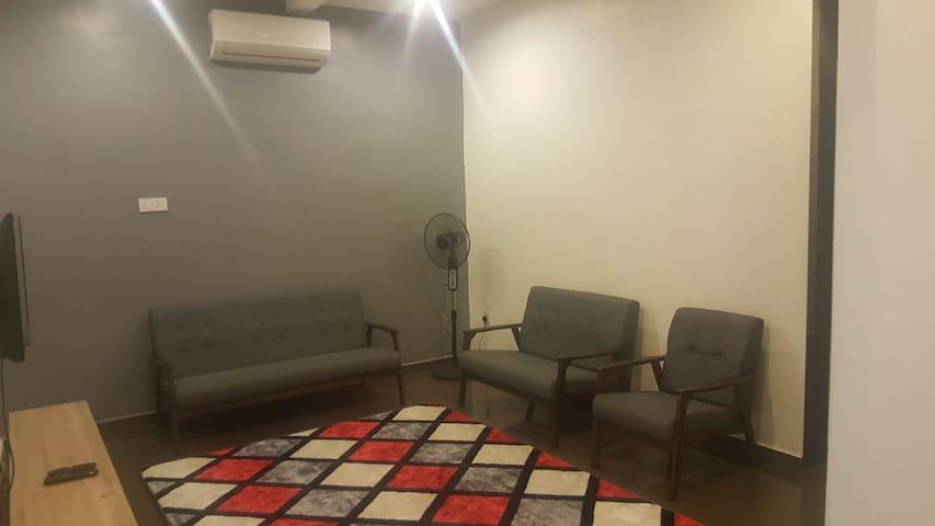 Kediaman Praktikal dengan bilik tidur ala hotel.