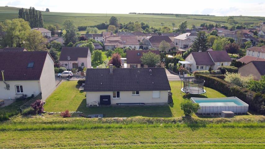 Évaux-et-Ménil的民宿