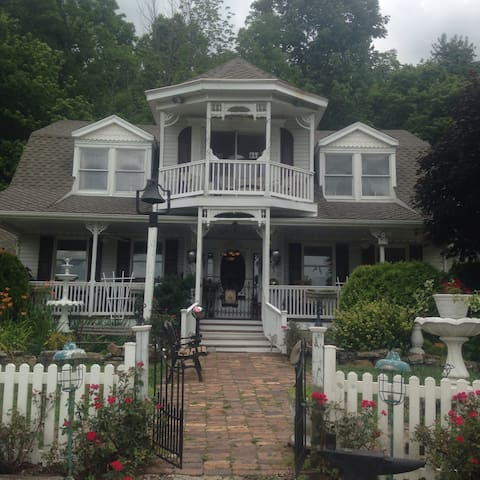 Caroline's Bed and Breakfast