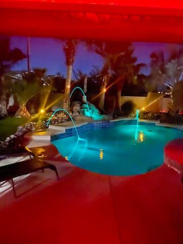 Tropical  resort Pet Friendly-Solar heated pool