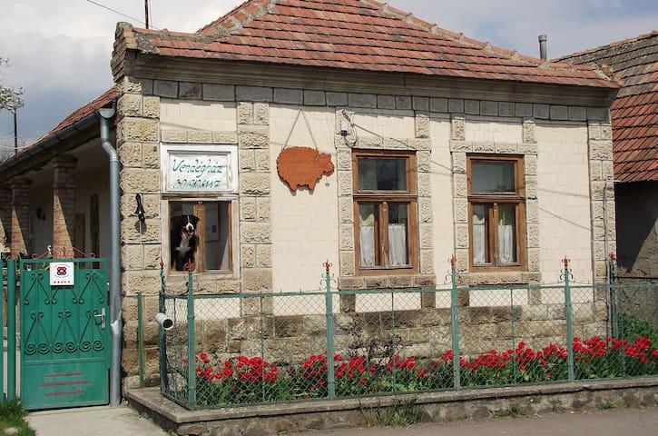 Kisnána的民宿