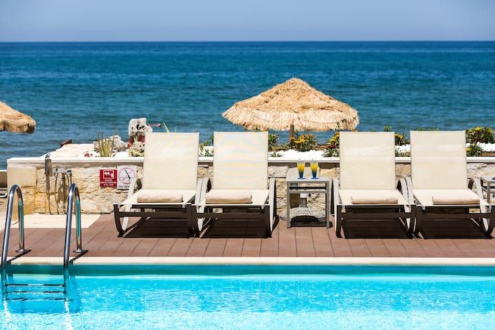 Iris, Luxury Beach Front Residence!