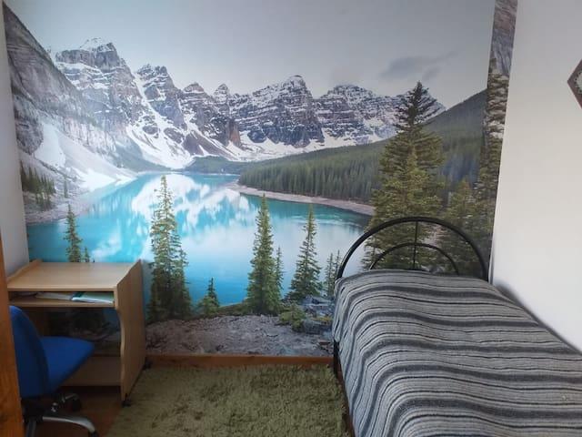 Single bedroom , 2 min walk from Uni, free wifi.
