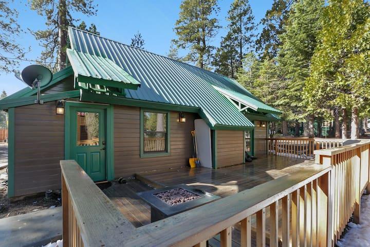 Views, Big Deck, RV parking at Moose Meadow Lodge!
