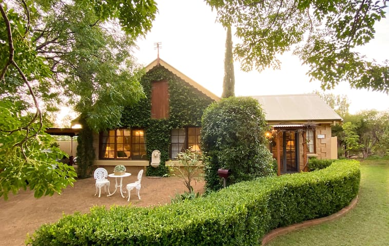 A tranquil romantic getaway at Cottage Rose Jardin