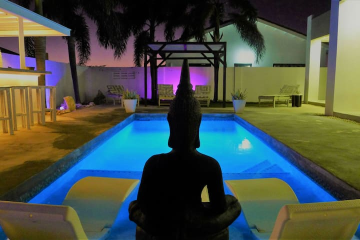 Zentasy Private 4-Br. Villa & Pool close to Beach!