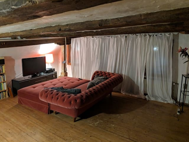 Old town gable house, studio apartment with oven
