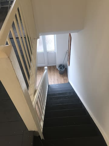Large House with 2 private room short / long stay