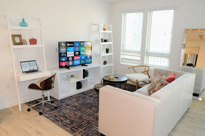 Hangouts Leilani - Ultra Modern & Chic!