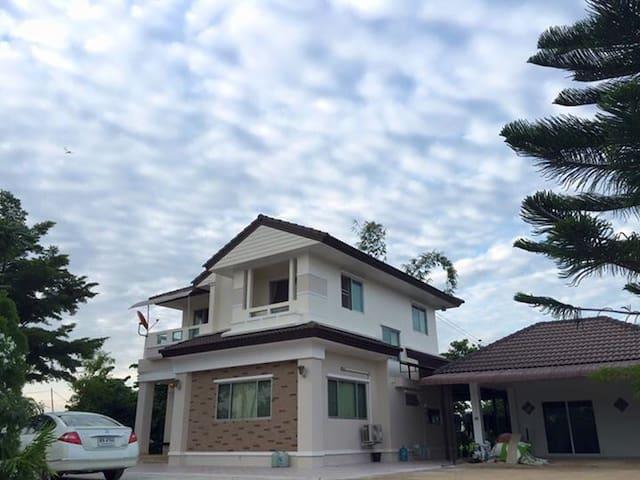 Lom Sak的民宿