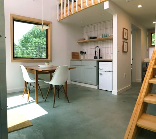 East Side Guest House with Private Outdoors Space