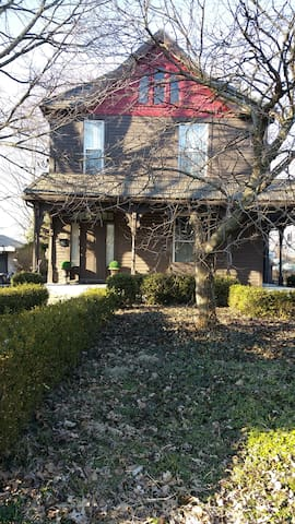 Private3 Bdrm apt Quiet, near downtown,King Bed