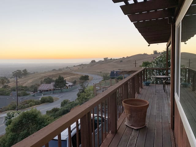 Panoramic retreat, minutes from downtown SJ