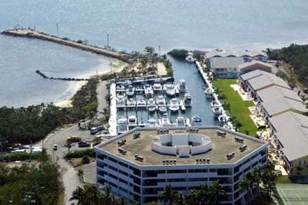 KEY LARGO SUNSETS  PENTHOUSE ON THE OCEAN