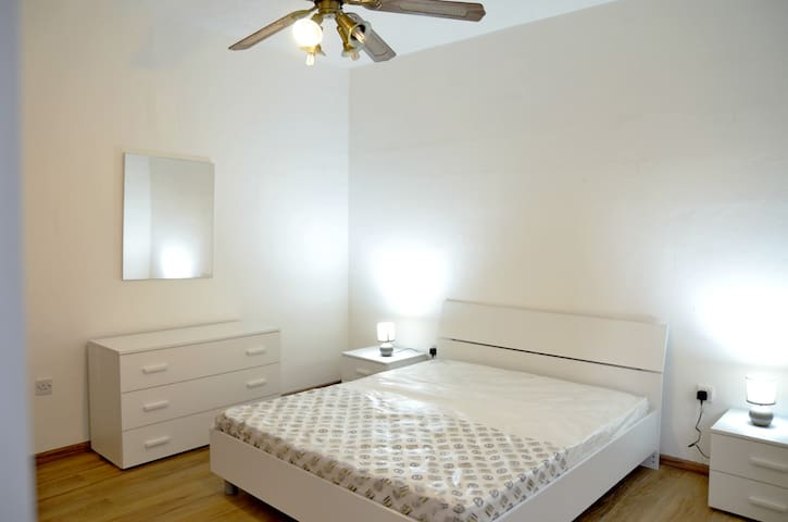 PRIVATE DOUBLE ROOM REFURBISHED. NOW AVAILABLE!