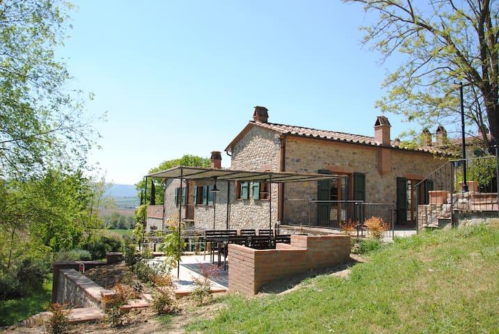 Monteleone D'orvieto的民宿