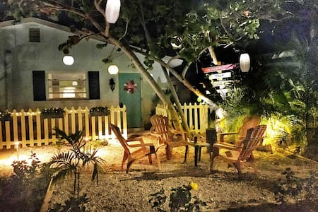 Beach Bungalow *1 Blk to beach & cafes, LPGA 4 mi