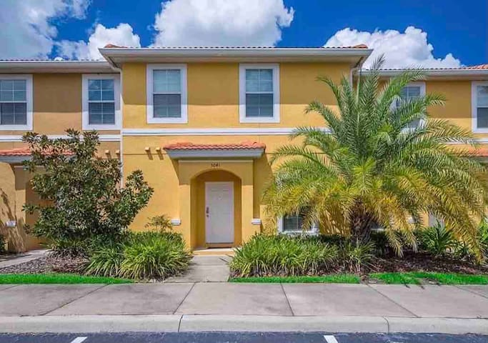 Beautiful Townhouse Just 10 Minutes from Disney!!