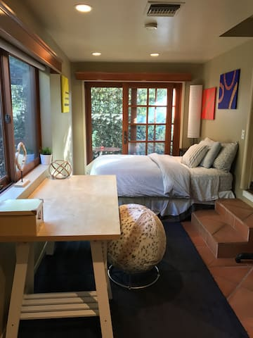 Private entry, bathroom & sitting area in Weho