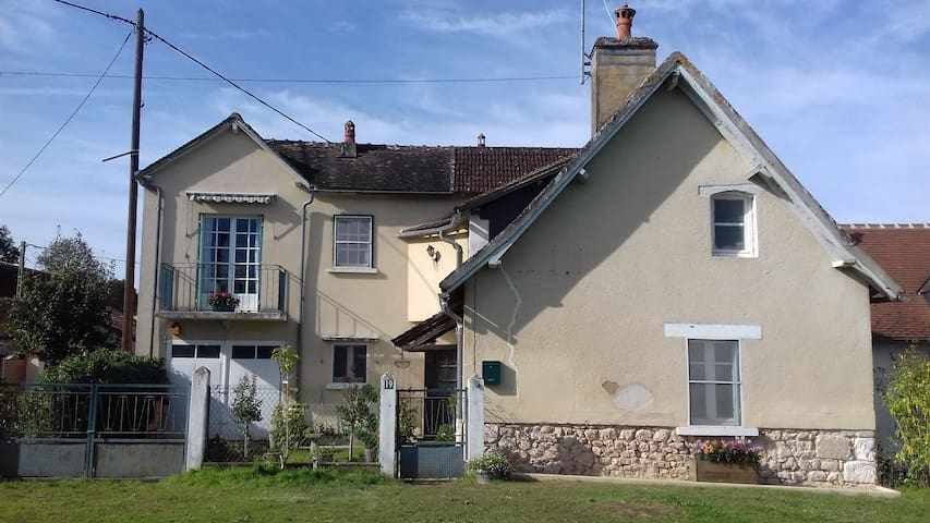 Detached Picturesque Cottage in Berry