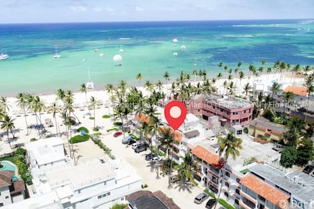 Right on the Beach! *2BD*!! Close to everything!!
