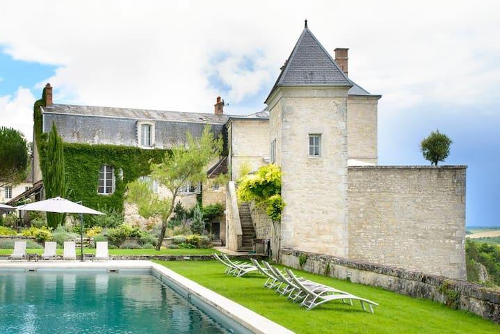 Mailly-le-Château的民宿