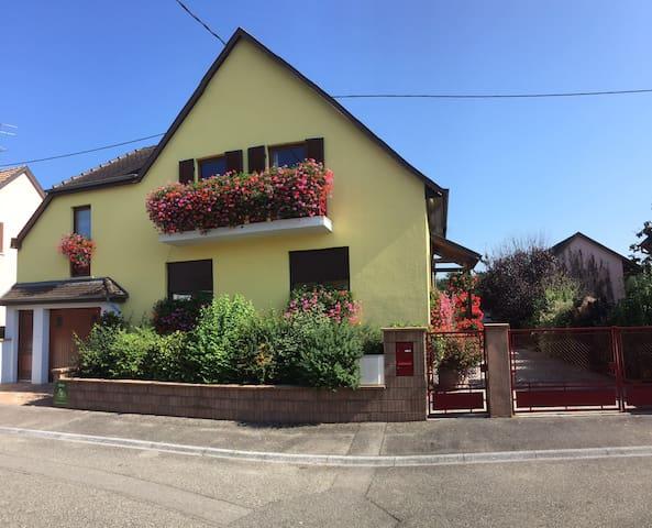 Oberhergheim的民宿