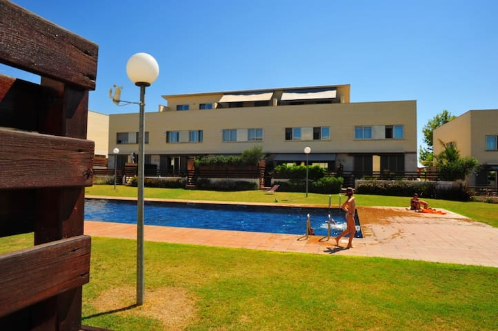 A great family home wiht pool (9 pax) in Cambrils