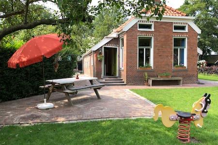 Gezellig, ouderwets huisje in Lageland, Groningen.