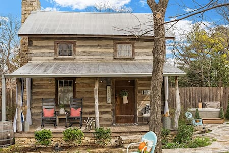 In town log cabin, hot tub and pet friendly!!