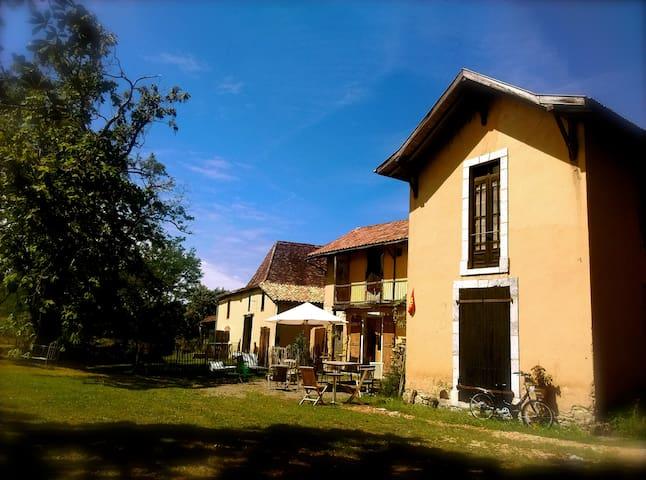 Castaignos-Souslens的民宿