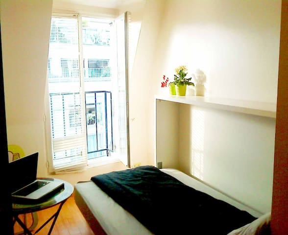 Monceau Studio with WIFI.