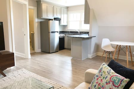 New 1BR ♥ Walk to Main St, Arena & Poinsett Club