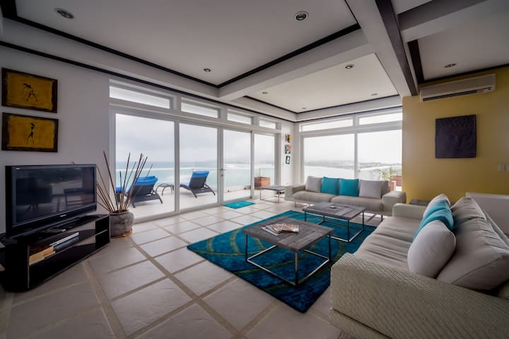Big 350 sqm  Penthouse with a gorgeous Ocean view