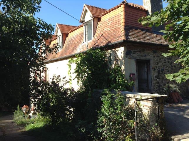 Saint-Vincent-du-Pendit的民宿
