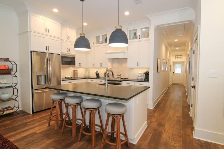 Downtown Fairhope Apartment: Suite 16