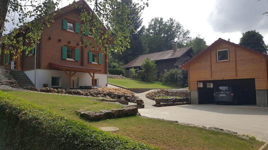 Berghülen的民宿