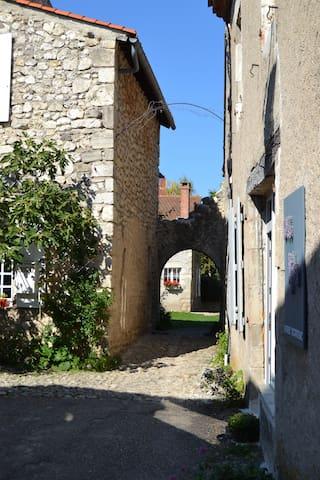 Charroux的民宿