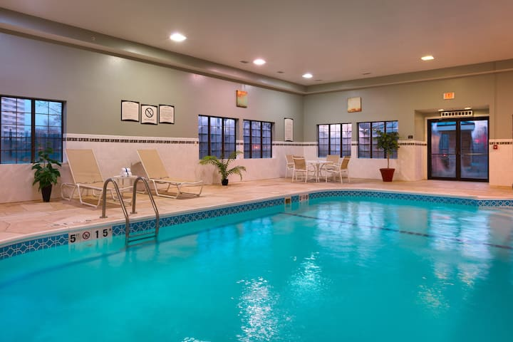 Free Breakfast. Pool & Hot Tub. Near St. Francis Medical Center! Great for Business Travelers!
