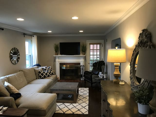 Cozy Colonial Home in Oakley