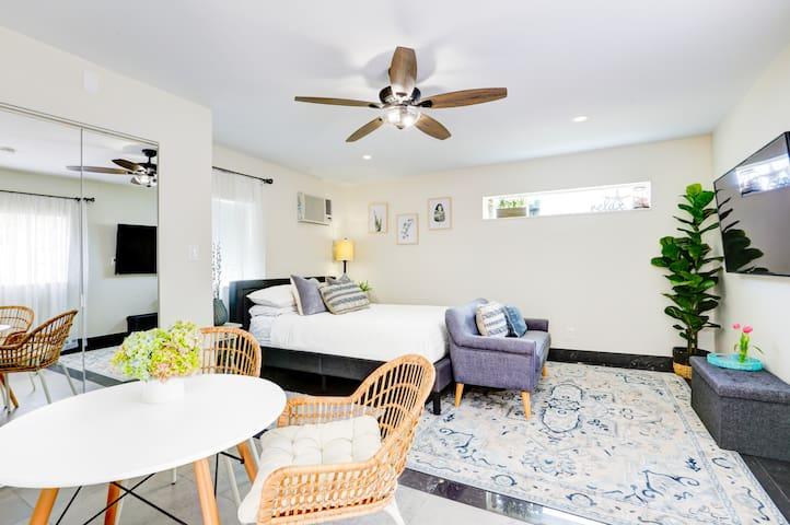 LA MODERNA - Private Guesthouse