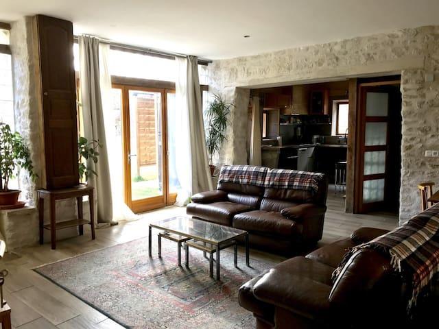 Beau gîte pour 4 personnes/ Nice inn in Burgundy