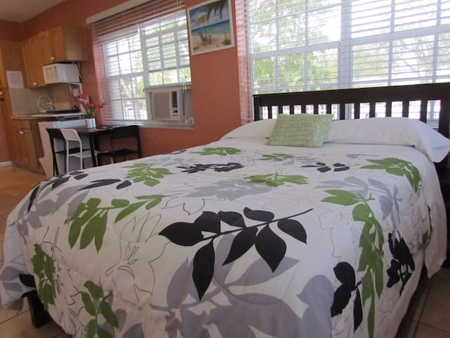 Few blocks  from  Miami Airport! (No cleaning fee)