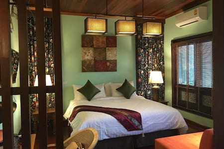 Classic Thai house, 2pax, 10 min by walk  Pratunam