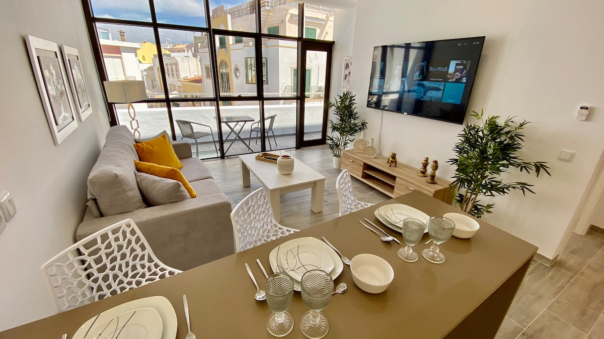 Jade Penthouse with Huge Balcony in Central Faro