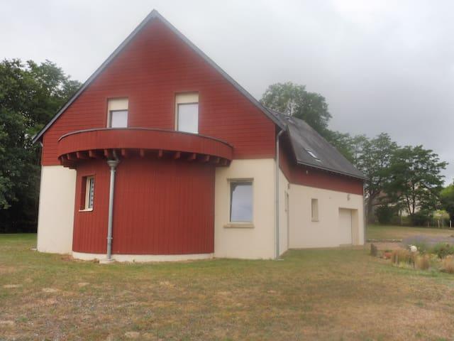 Montfort-le-Gesnois的民宿