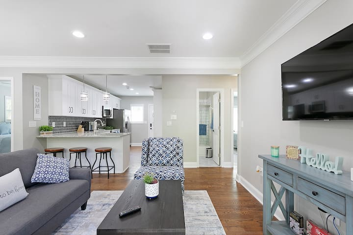 Newly Renovated Cozy Home  - Close to It All!