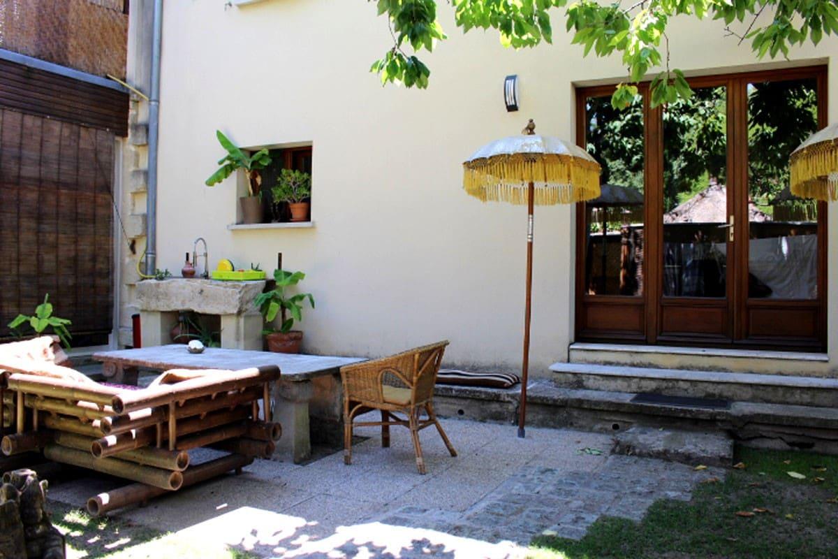 Quiet room in a garden in Uzès
