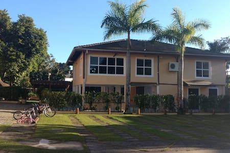 Casa em condomínio a 150 Mts da praia d Juquehy