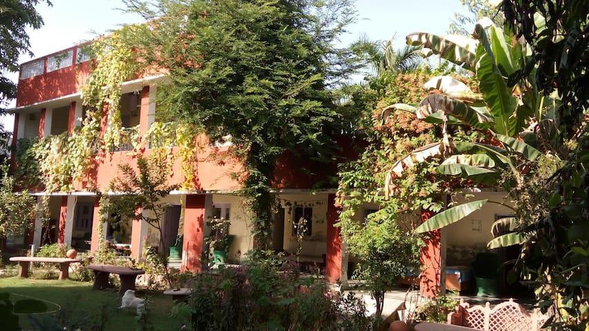 Bharatpur的民宿